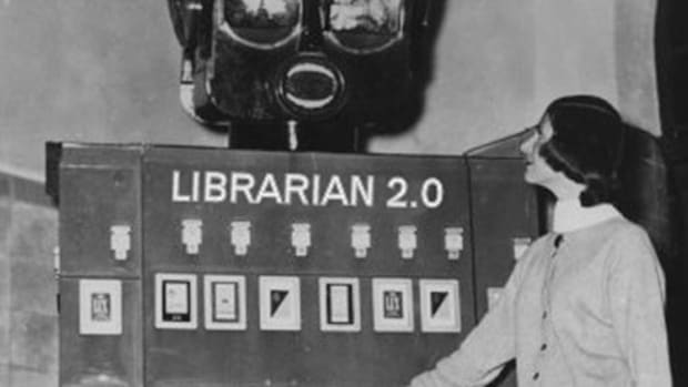 fake-robot-librarian