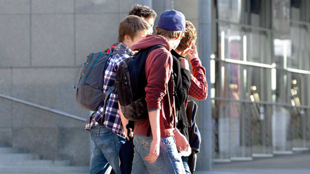 teenagers-faceless