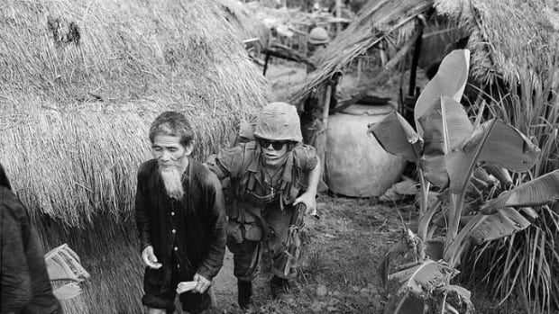754px-Vietcongsuspect