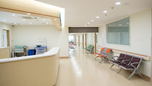empty-nurse-station-hospital