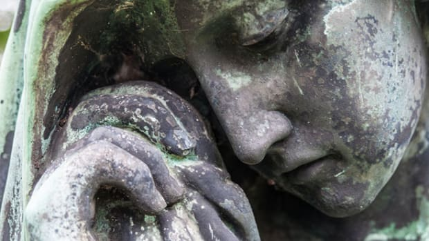 mourning-sculpture