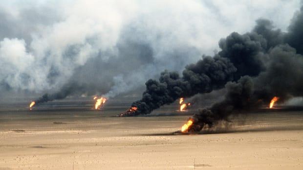 Kuwait city oil field.jpg