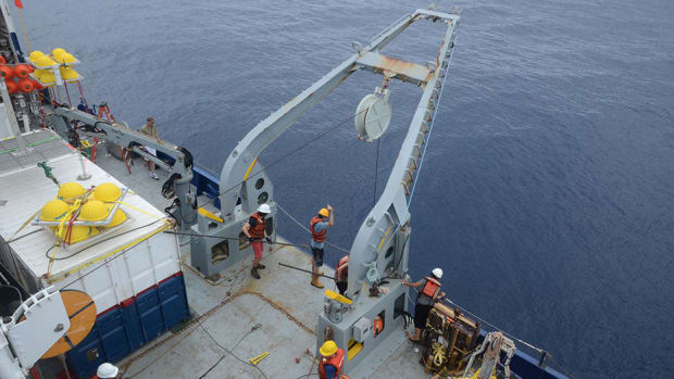 3-1-equipment_on_way_down_from_cruise_ab01_credit_eric_vetter_abyssline_project_oct_2013.jpg