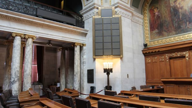 Wisconsin_State_Assembly_Chairs_and_Electronic_Vote_Board.jpg