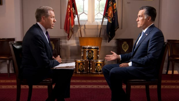 Brian_Williams_interviews_Mitt_Romney,_July_25,_2012.jpg
