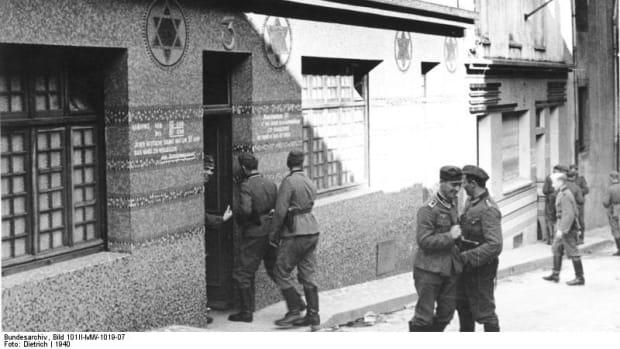 Bundesarchiv_Bild_101II-MW-1019-07,_Frankreich,_Brest,_Soldatenbordell.jpg