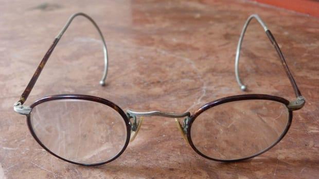 1200px-Szemüveg_-_1920-as_évek.jpeg