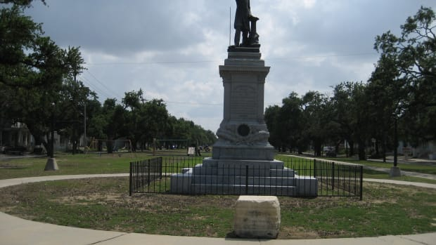 The Jefferson Davis monument in New Orleans
