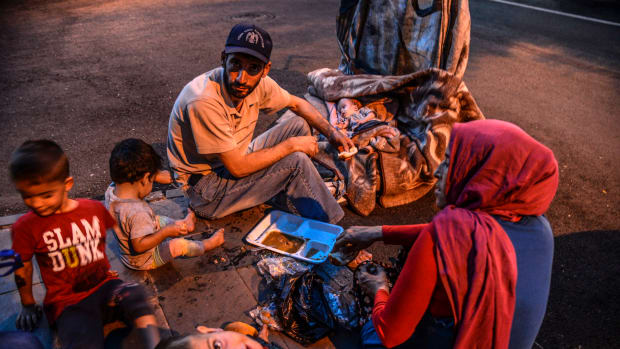 A family breaks their Ramadan fasting on June 16th, 2017, in Diyarbakir, Syria.
