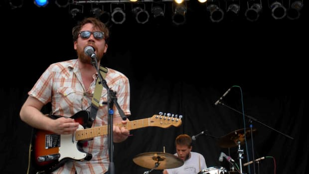 Scott and Grant Hutchison of Frightened Rabbit perform at the 2007 Pitchfork Music Festival.
