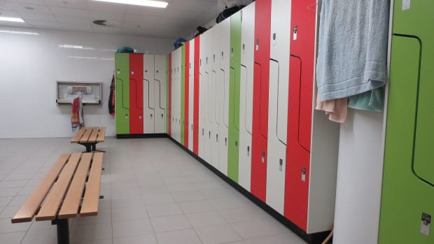 Lockers_in_modern_change_room