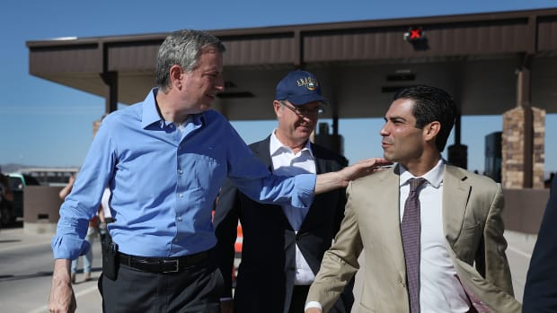 New York City Mayor Bill de Blasio and City of Miami Mayor Francis Suarez (L-R) from the U.S. Conference of Mayors arrive with other mayors at the Tornillo-Guadalupe port of entry to call for the immediate reunification of separated immigrant families on June 21st, 2018, in Fabens, Texas.
