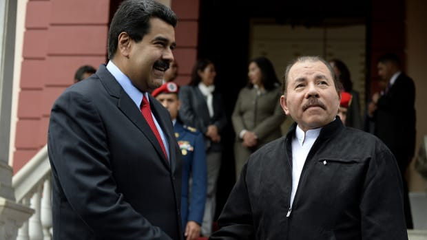 Venezuelan President Nicolas Maduro (L) shakes hands with Nicaraguan President Daniel Ortega.