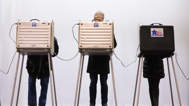 Voters casts their ballots on March 15th, 2016, in Chicago, Illinois.