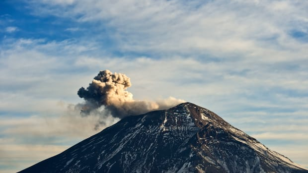 A cloud of ash and smoke is spewed from Popocatépetl.