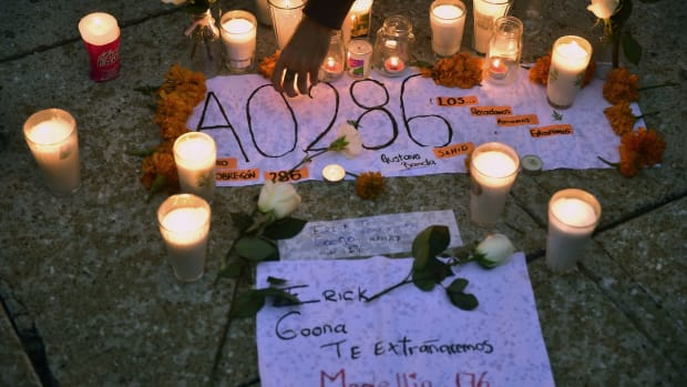 People place candles and flowers for the victims of Alvaro Obregon 286 on October 15th, 2017.
