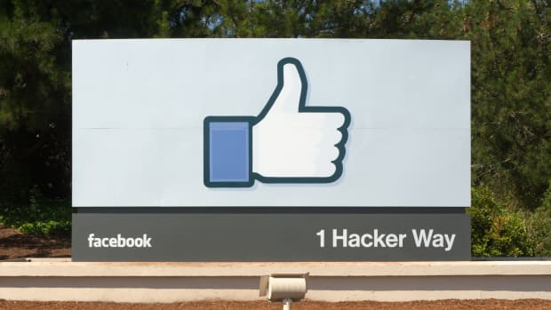 Facebook_Headquarters_Entrance_Sign_Menlo_Park