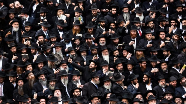 Hasidic Rabbis prepare to pose for a group photo on November 19th, 2017, during the annual International Conference of Chabad-Lubavitch Emissaries, in front of Chabad Lubavitch World Headquarters, in the Crown Heights neighborhood of Brooklyn.