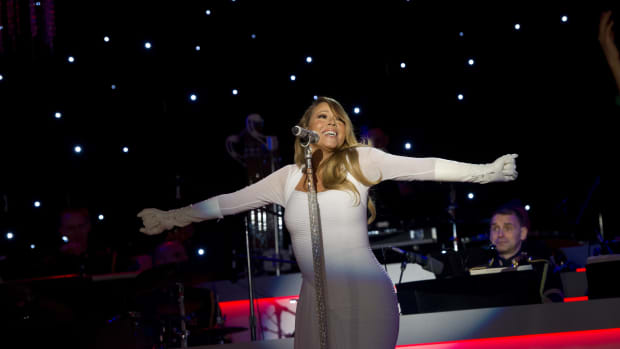 Mariah Carey performs during the National Christmas Tree Lighting ceremony in Washington, D.C., on December 6th, 2013.