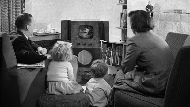 A family watching television at home in 1950.