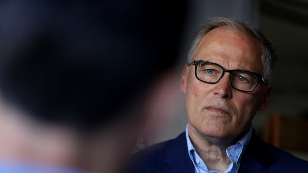 Democratic presidential candidate Washington Governor Jay Inslee talks with solar workers at a home where they recently installed solar panels on May 2nd, 2019, in San Francisco, California.