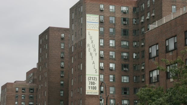 A sign advertises luxury apartment for rent.