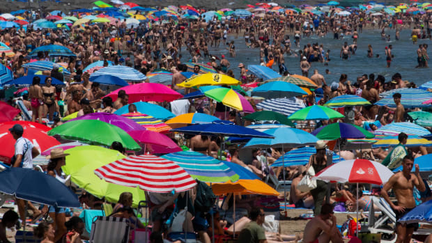 People swarm a public beach amid a heat wave in Valencia, Spain, on June 29th, 2019.