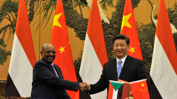 Chinese President Xi Jinping (R) shakes hands with Sudanese President Omar al-Bashir during a signing ceremony at the Great Hall of the People on September 1st, 2015, in Beijing, China.