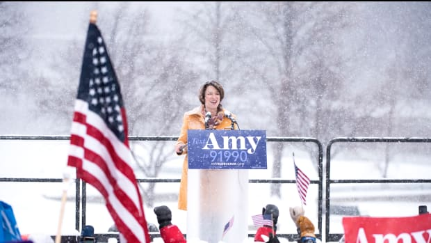 Senator Amy Klobuchar (D-Minnesota) launched her campaign for the Democratic Party nomination in 2020 on Sunday, amid a snowstorm.