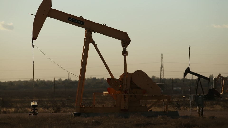 U.S. Oil Production Is Set to Rise as Experts Say Fossil Fuels Need to Be Phased Out