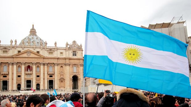 Argentina flag at announcement of Pope in Rome