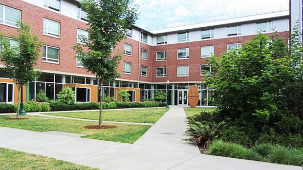 university-oregon-building