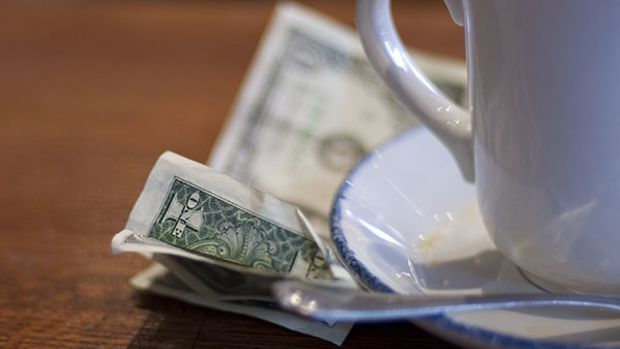 tipping-coffee
