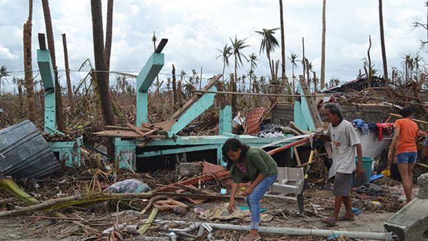 typhoon-haiyan-wreckage