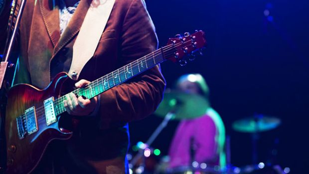 guitarist-stage