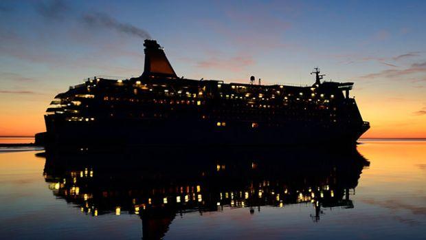 cruise-ship-dark