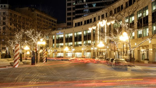 WellPoint,_Inc.,_Monument_Circle,_Indianapolis_at_Night.jpg