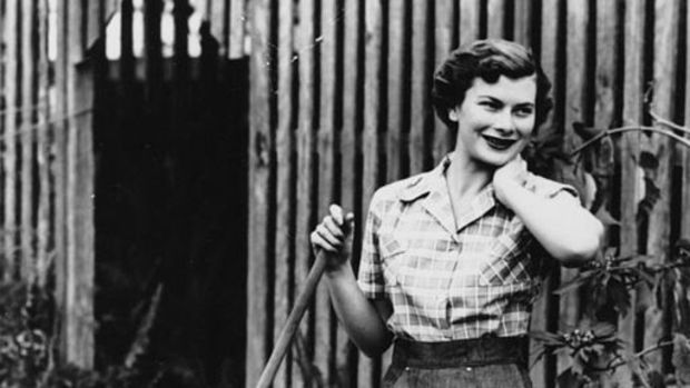 StateLibQld_1_199923_Young_woman_modelling_a_pair_of_denim_jeans_and_a_checked_shirt,_1952.jpg
