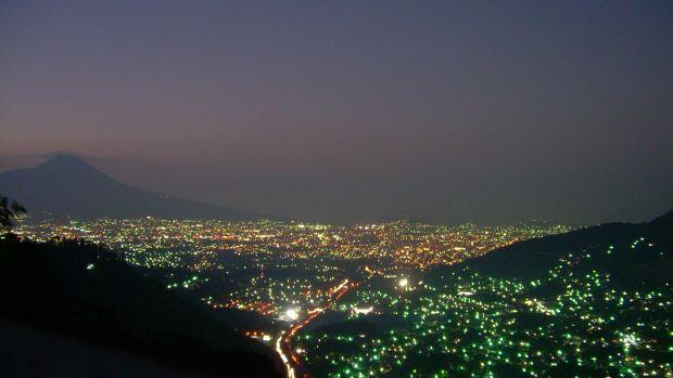 Atardecer_de_San_Salvador_desde_Los_Planes_de_Renderos.jpg