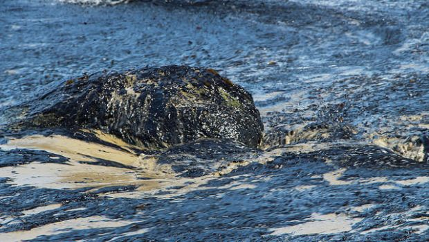 Refugio_Oil_Spill_in_Santa_Barbara.jpg
