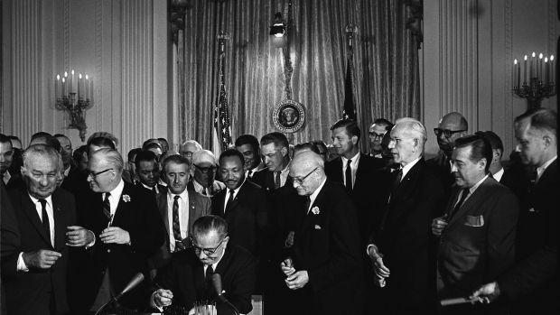 1920px-Lyndon_Johnson_signing_Civil_Rights_Act,_July_2,_1964.jpg