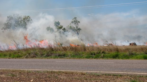 Firefighting_at_Hillview_North_of_Adelaide_River_August_2010_01.jpg