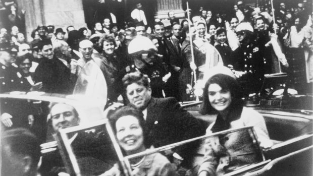 John_F._Kennedy_motorcade,_Dallas_crop.png