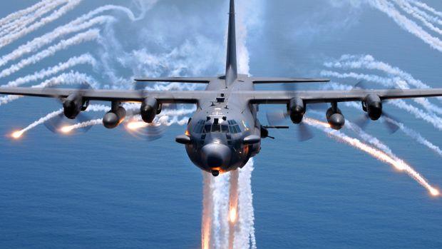 AC-130H_Spectre_jettisons_flares.jpg