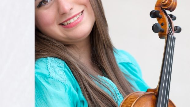 Portrait of Mariela Shaker holding her violin