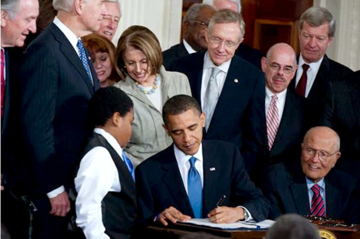 President Obama signs the Affordable Care Act into law on March 22, 2010. (PHOTO: THE OFFICE OF HARRY REID)