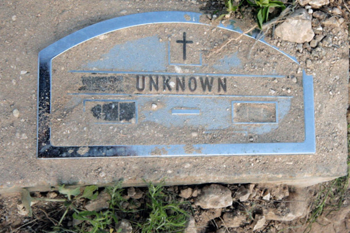 A headstone marks the grave of an anonymous corpse in Del Rio's Westlawn Cemetery (PHOTO: BRENDAN BORRELL)