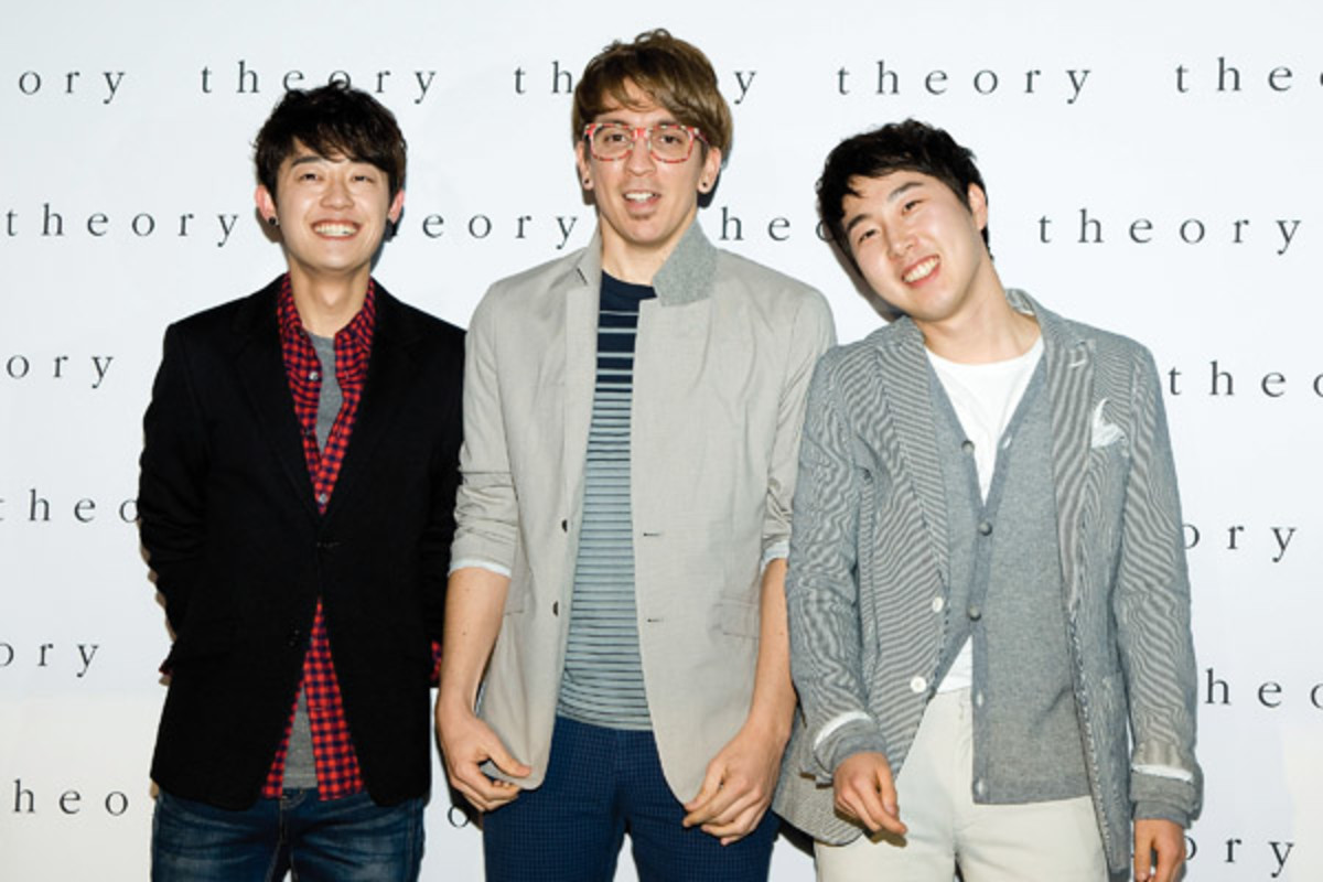 Brad Moore (center) with his bandmates, Kim Hyung-Tae (left) and Jang Beom-Jun (PHOTO: GETTY IMAGES)