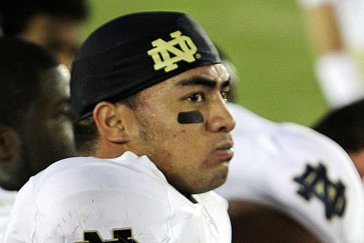 Notre Dame linebacker Manti Te'o on the sidelines during a game against the USC Trojans in Los Angeles in 2010 (PHOTO: NEON TOMMY/FLICKR CC)