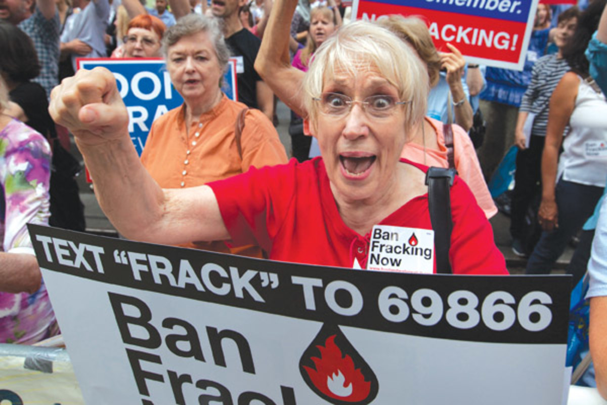 Anti-fracking activists hold a rally outside a Democratic Party policy summit in New York in August 2012 to express their opposition to fracking to Governor Andrew Cuomo. (PHOTO: ALLAN TANNENBAUM/NEWSCOM)